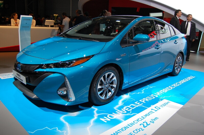 How Do Hybrid Cars Work?